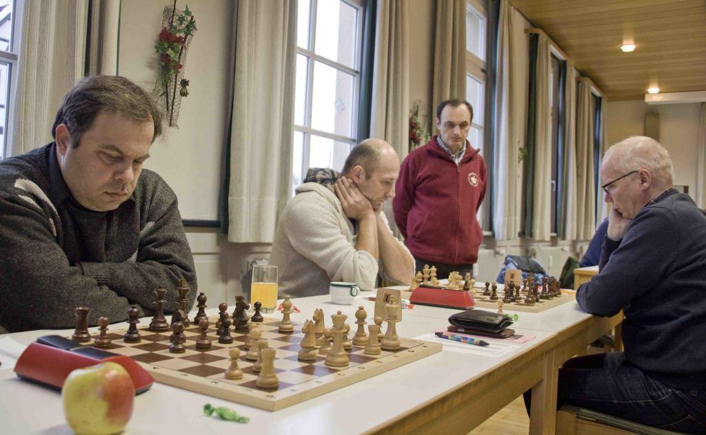 Nikolay Ninov und Marian Taras, im Hintergrund Mannschaftsführer Nebojsa Vuckovic